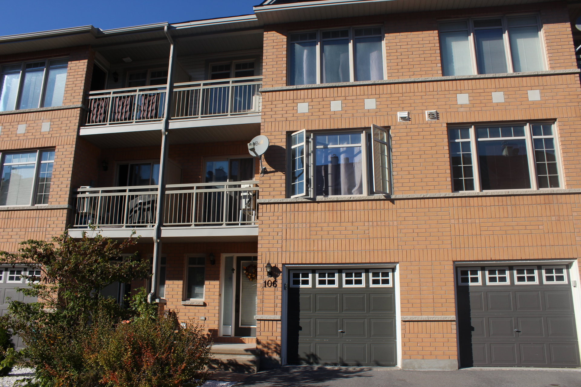 106 Quito Pvt - Lovely 3 Storey Executive Townhome with 2 Balconies minutes to Downtown Ottawa!