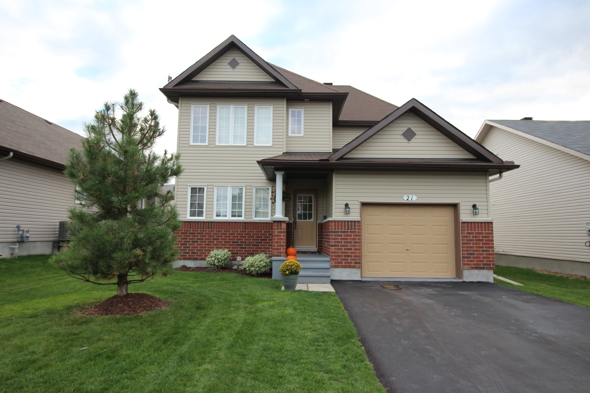 21 Moe Robillard St - Lovely 2 Storey Detached Home in nearby Arnprior!