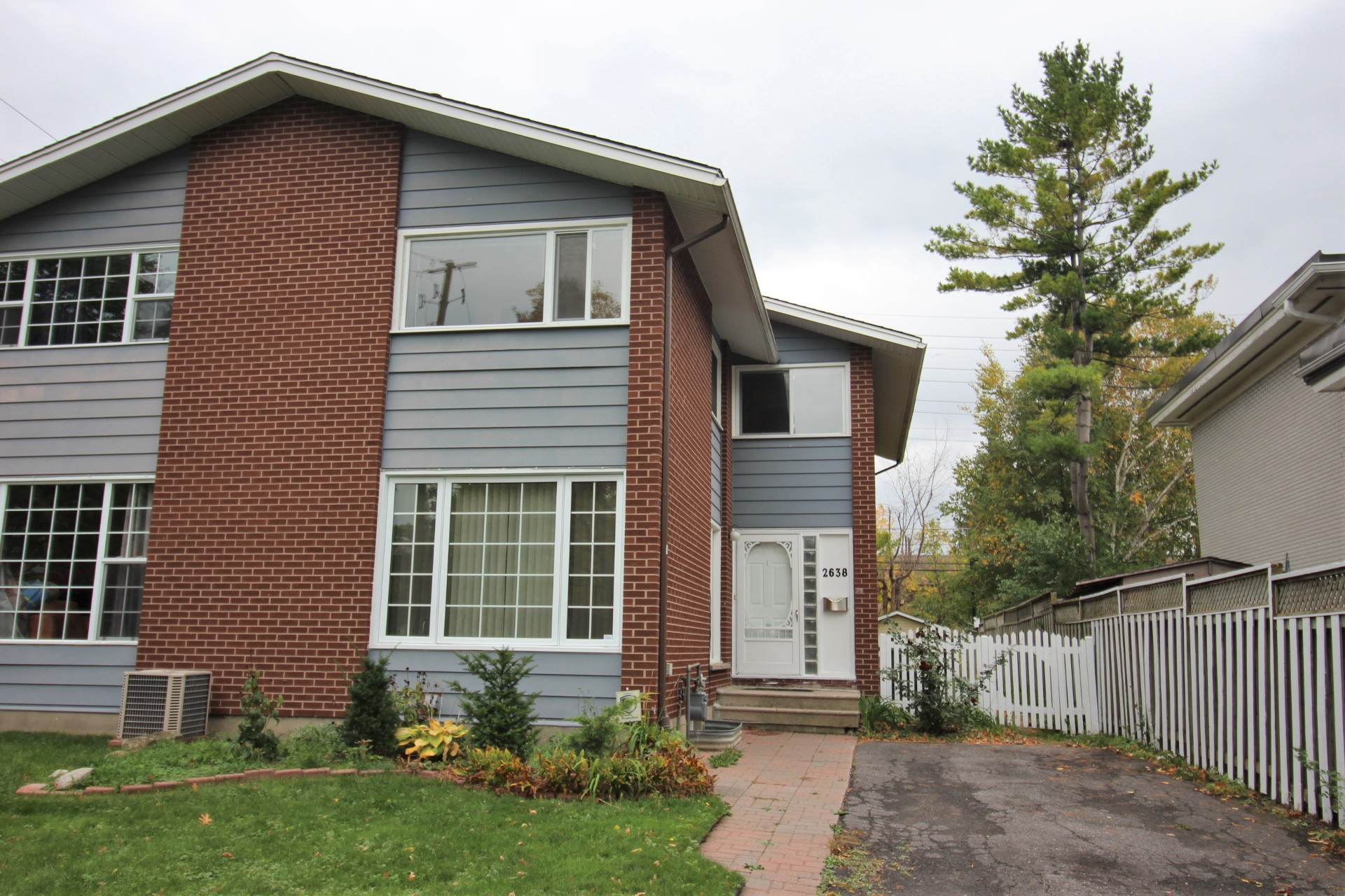 2638 Moncton Rd - Nicely Situated Semi-Detached 5 Bedroom Home in Queensway Terrace North!
