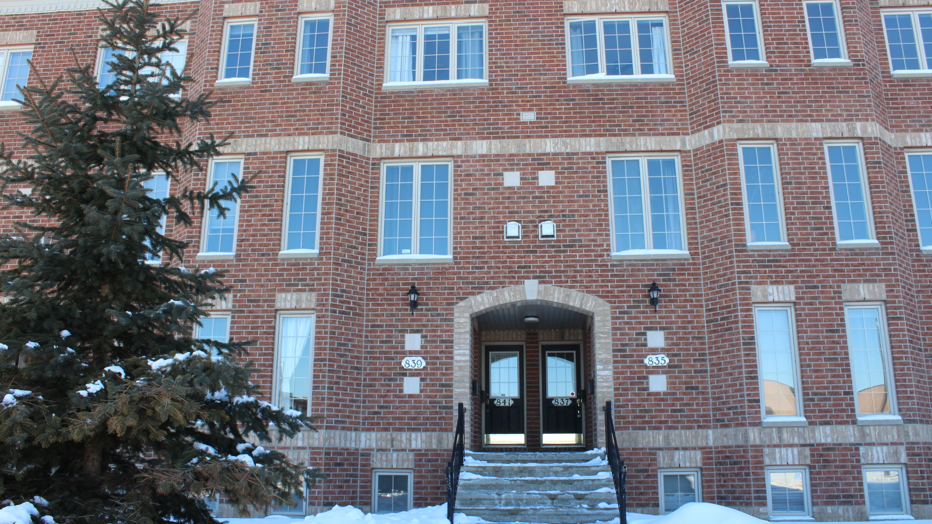 837 Longfields Dr - Open Concept Row Unit with 2 Balconies in Barrhaven Area!