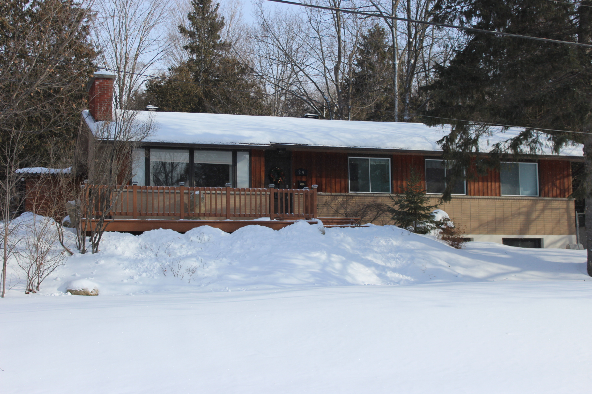29 Goodwood Dr - Lovely 4 Bedroom Bungalow in Hearts Desire in Nepean!
