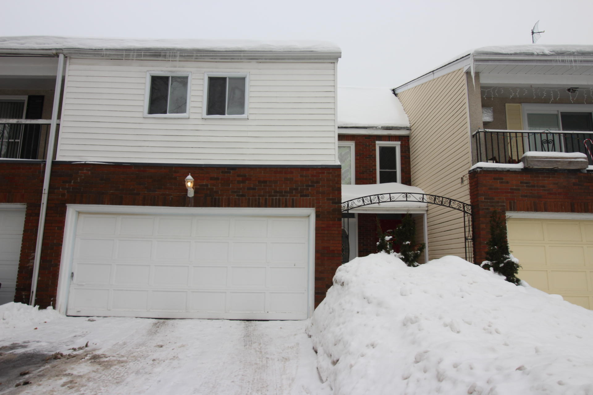 31 Estelle Cr - Updated Modern Open Concept Townhome in Popular Trend Village area!