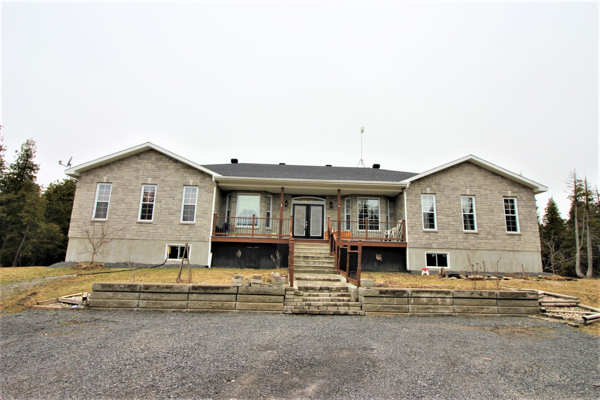 7150 Gallagher Rd - Beautiful Custom Designed Bungalow Home in North Gower!