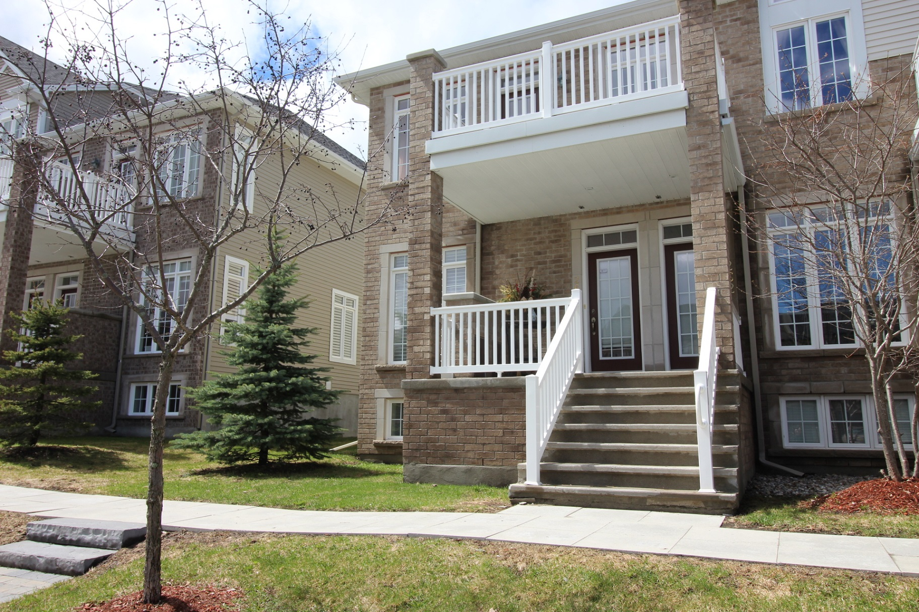 264 Kinghaven Cr - Stunning End Unit Terrace Home in Beautiful Bridlewood area!