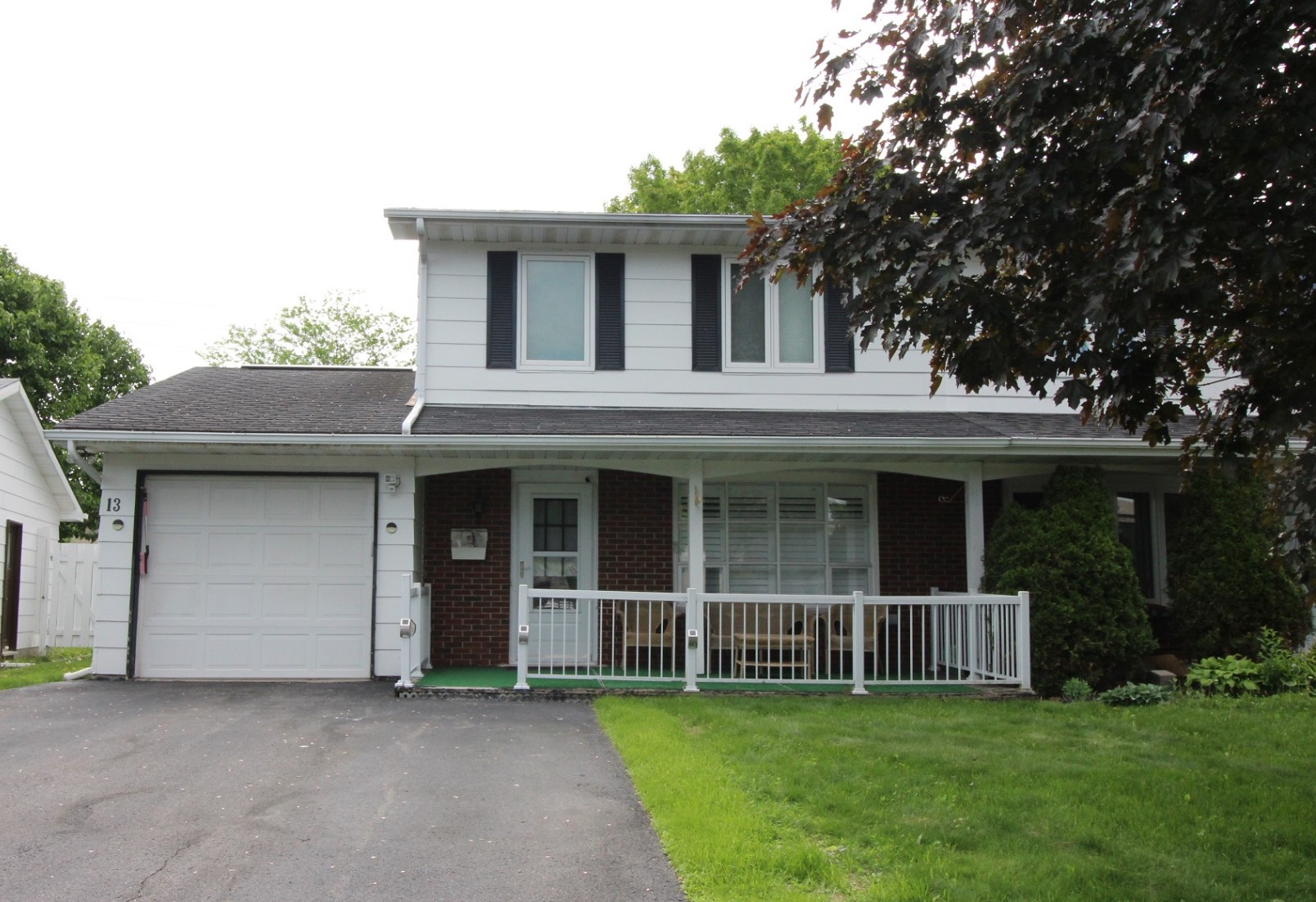 13 Bainbridge Ave - 4 Bedroom Semi-Detached Home in sought after Craig Henry area!