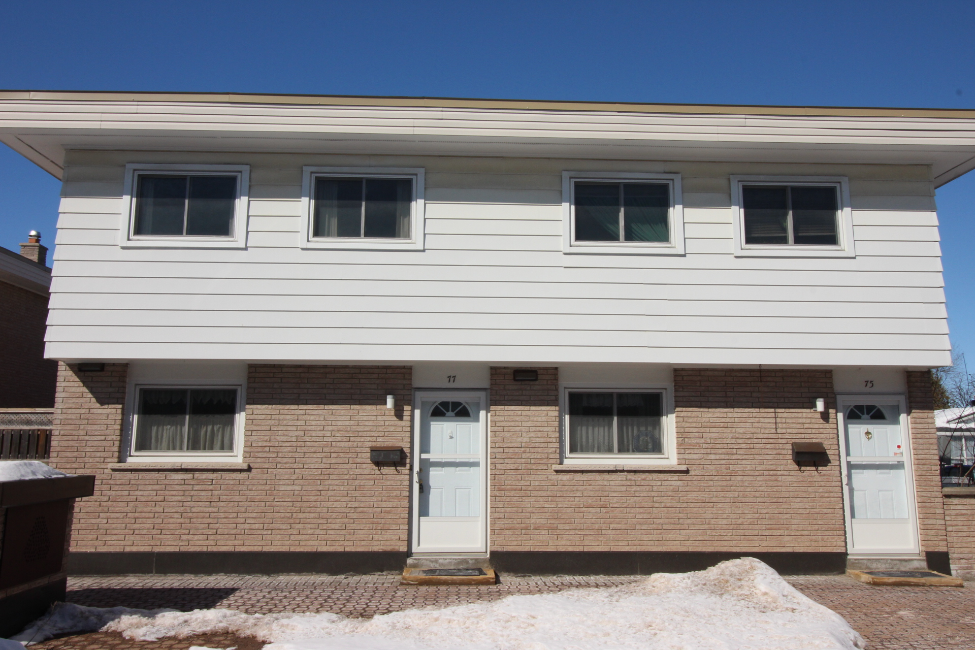 77 Hadley Circle -  3 Bedroom Starter Home or Investment Property in Bells Corners!