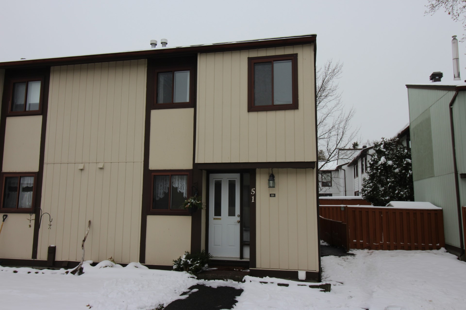 51 Thistledown Crt - Great END Unit Condo Townhouse with No Rear Neighbours in Barrhaven!