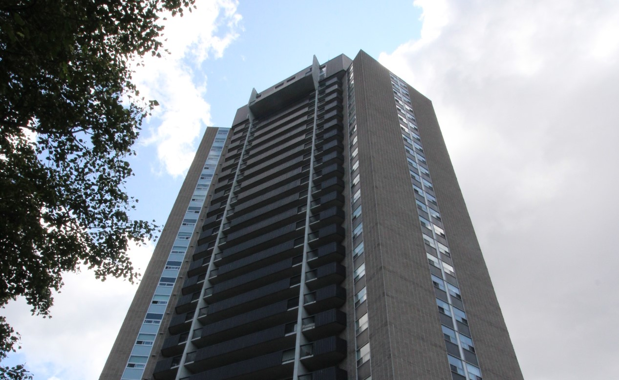 1107-1380 Prince of Wales Dr - Wonderful Views of River & Mooneys Bay Park!