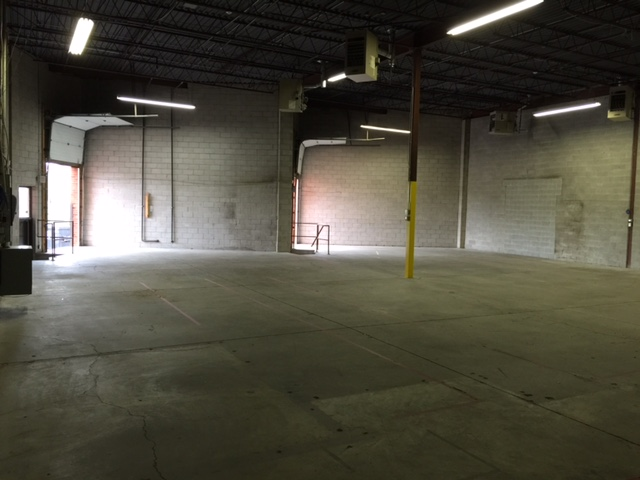 5854 Sq Ft. FOR LEASE. 2 TL Shipping Doors