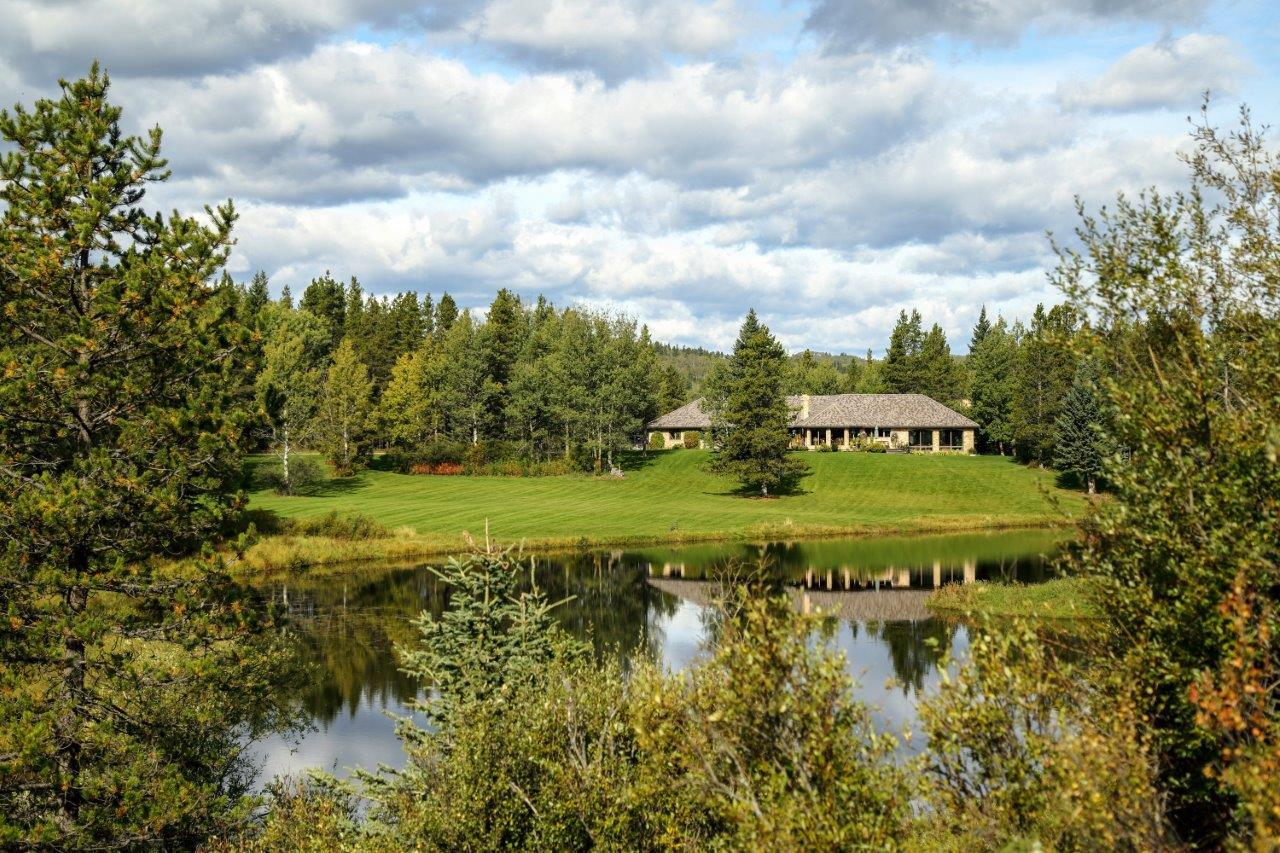 Lake front Property Bragg Creek