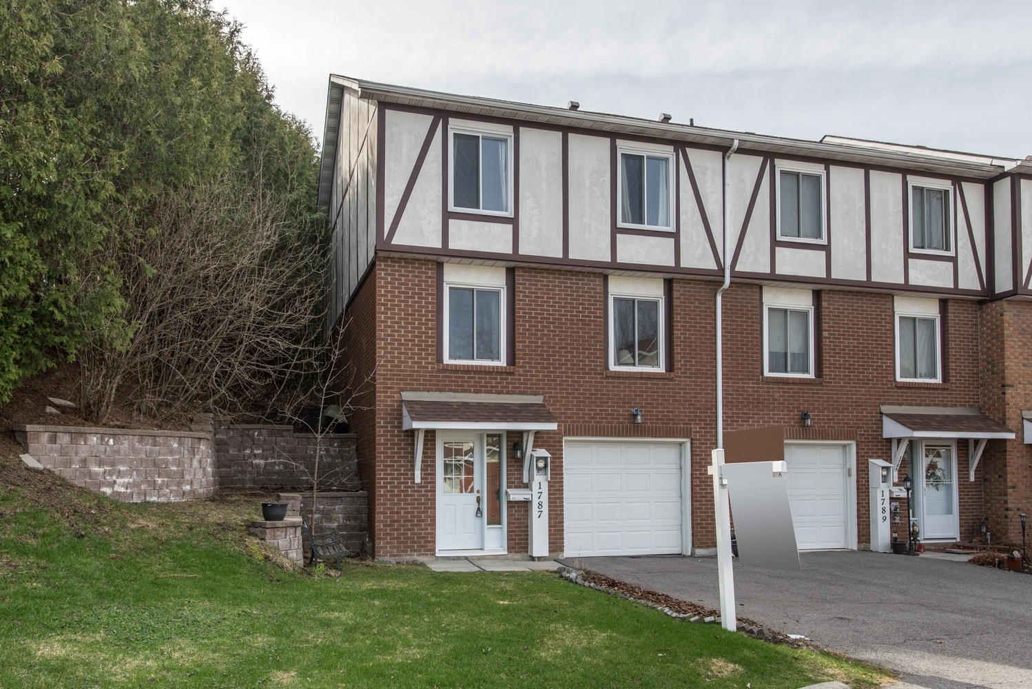1787 AXMINSTER COURT, Ottawa