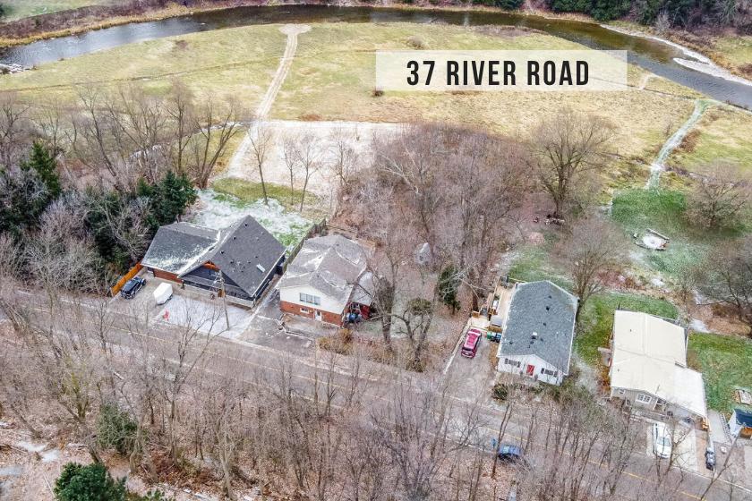 $898,000 • 37 River Rd