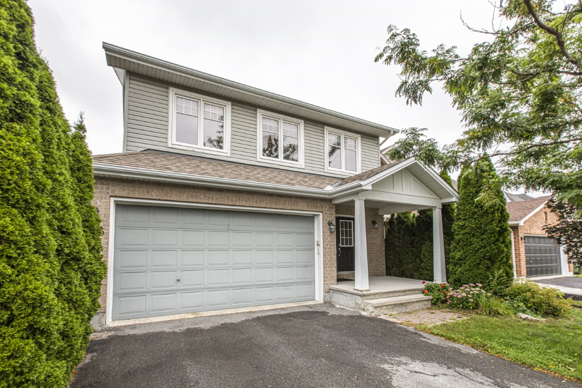 166 STEEPLE CHASE | Modern Bridlewood Single Family Home