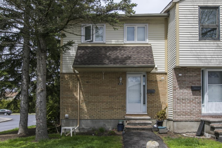 1699 Lamoureux Drive, Unit A | Affordable 3 Bedroom Townhome in Orleans