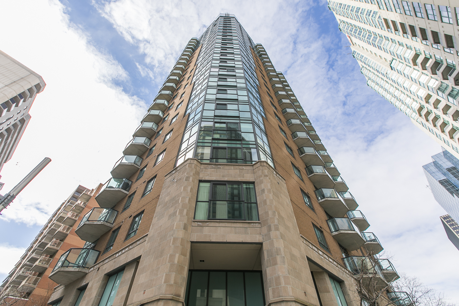 445 Laurier Avenue, #2003 | Modern Urban Condo Steps from Downtown