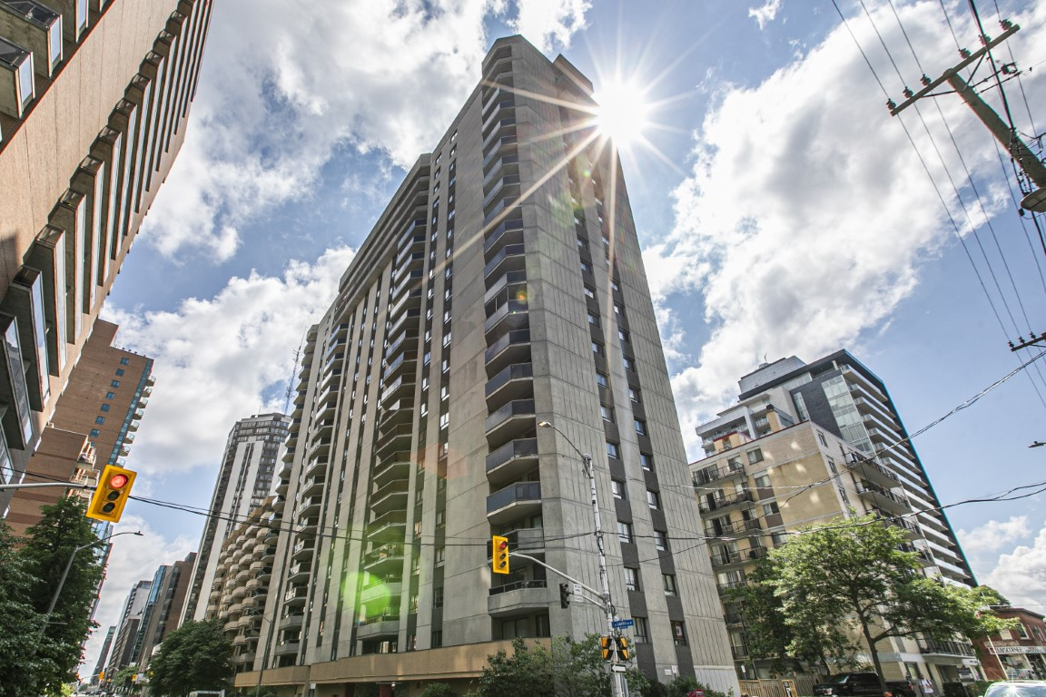 470 Laurier #307 | Downtown Ottawa 2-bed Condo Apartment