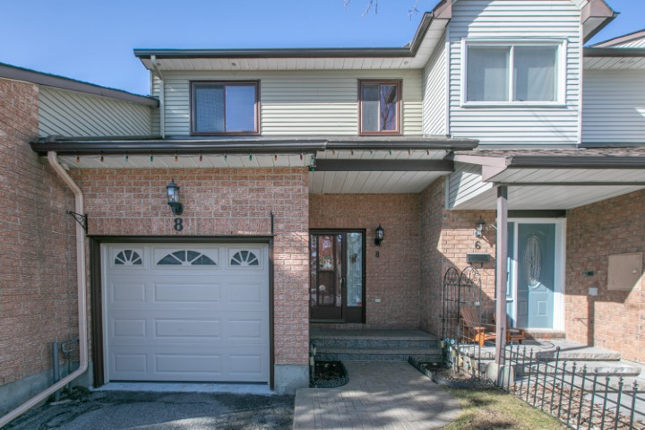 8 Danaher Drive   Well Maintained Town Home in Barrhaven