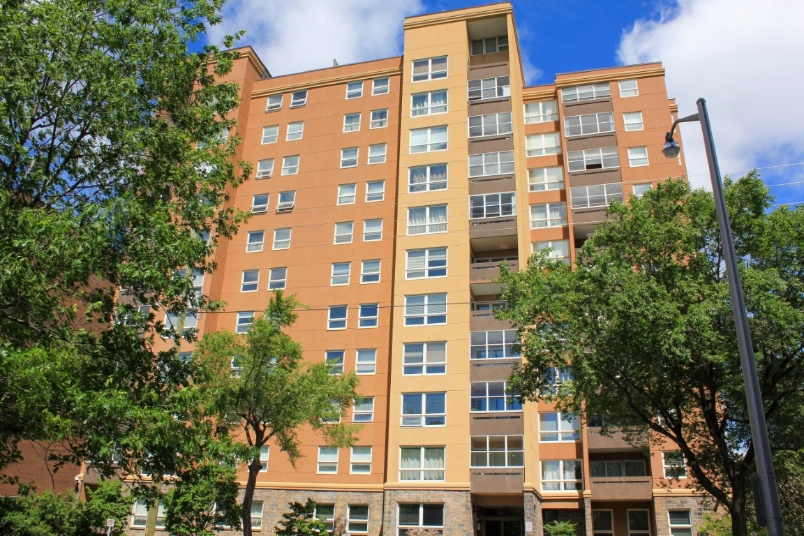 373 Laurier Avenue East Unit #906 | Spacious 3 Bedroom and Den Condo in Sandy Hill
