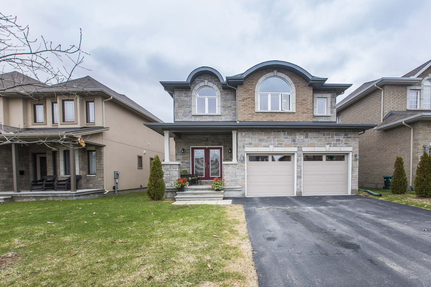 207 Madhu Crescent | Luxurious 4 bedroom Home in Moffatt Farm