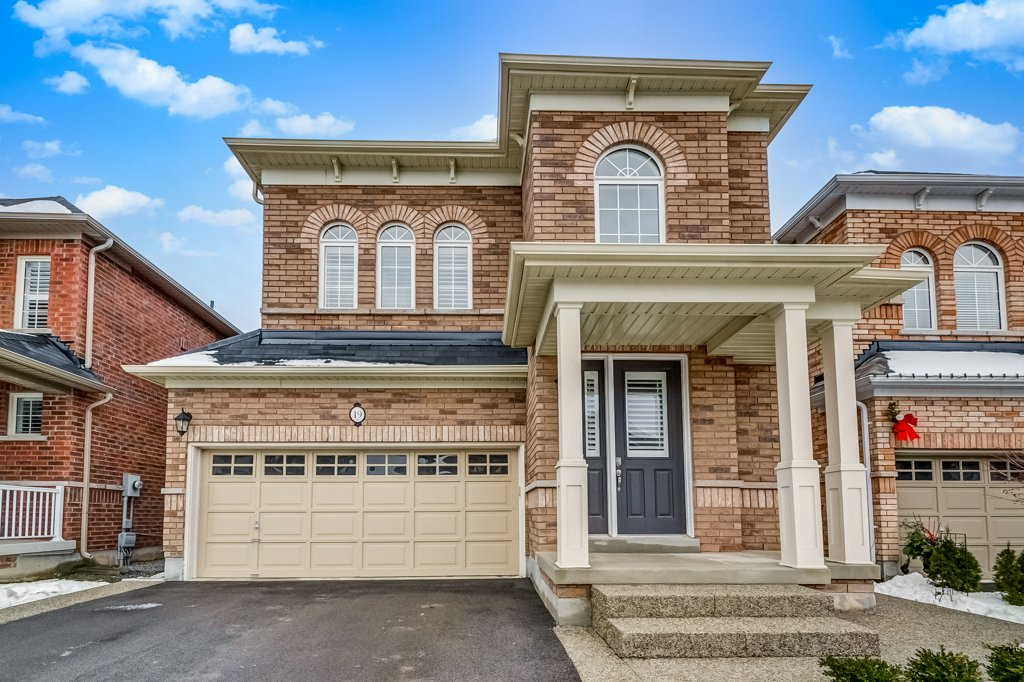 19 Macbean Cres, Waterdown