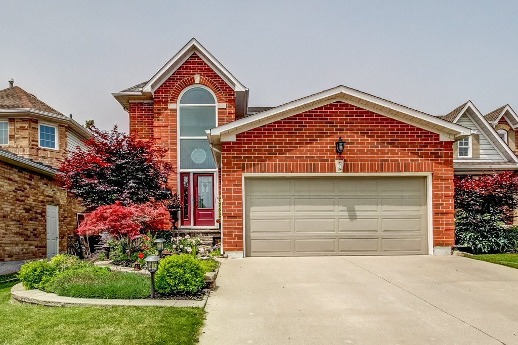 7 Strathroy Cres
