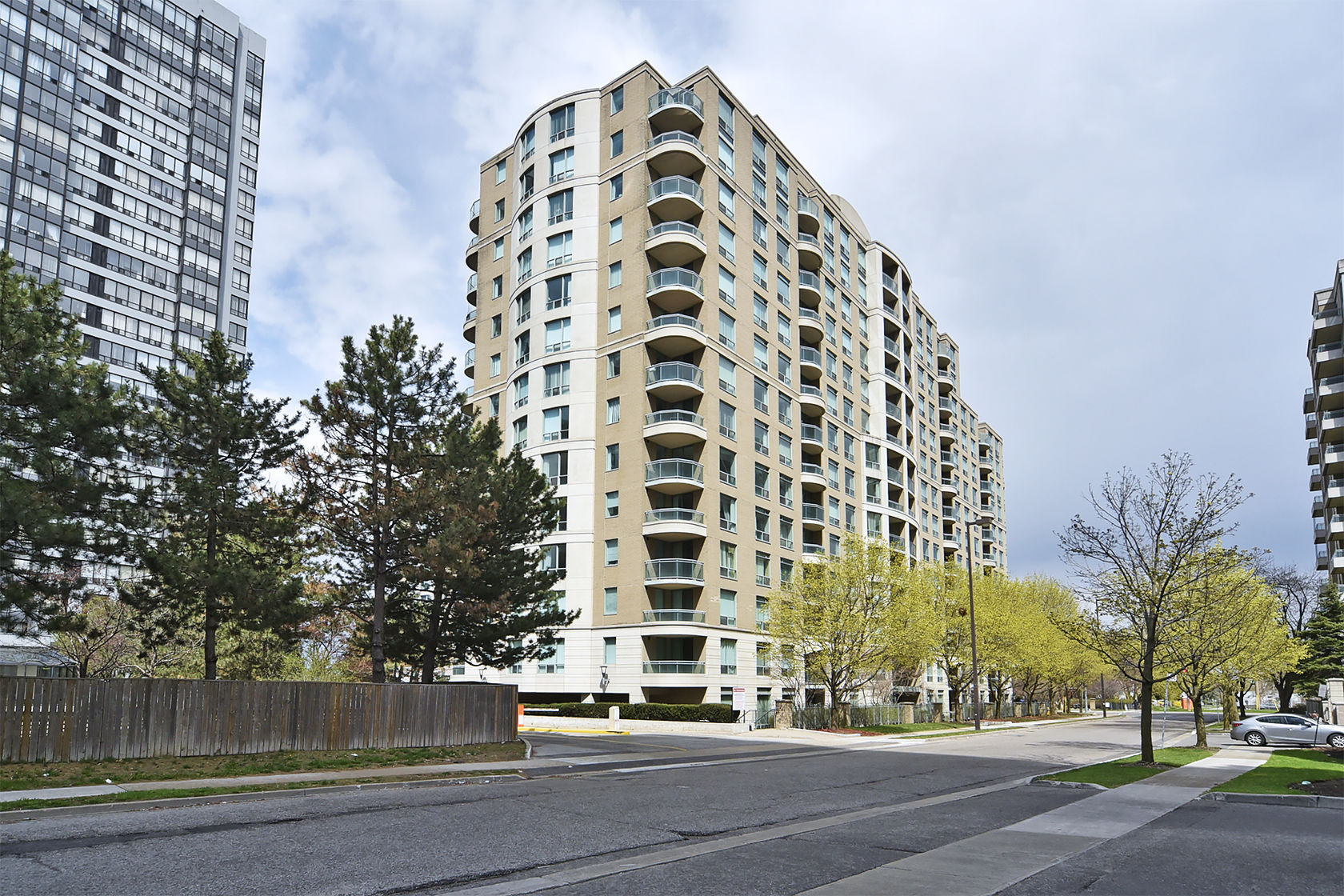 2BR 2WR Condo Apt in Toronto near Yonge and Finch