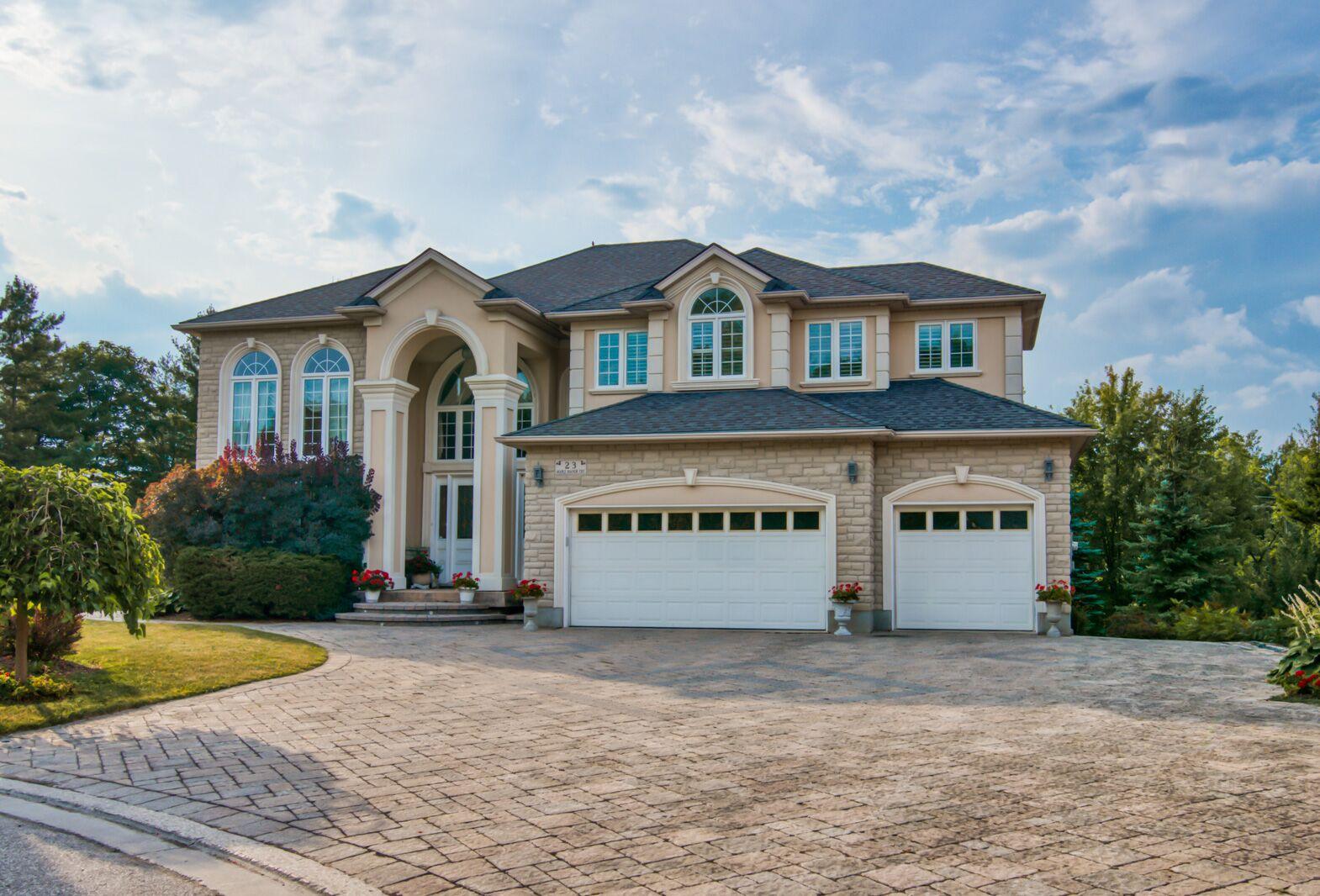 * Luxury Living in Deer Ridge!