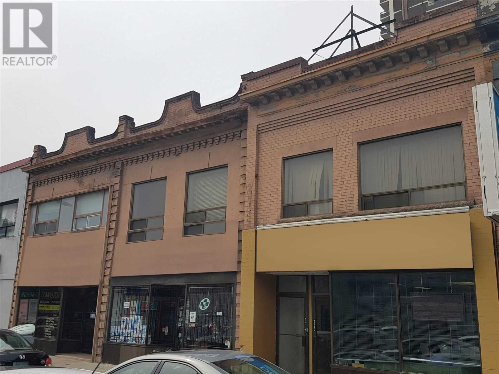 942 ST. CLAIR AVE W
