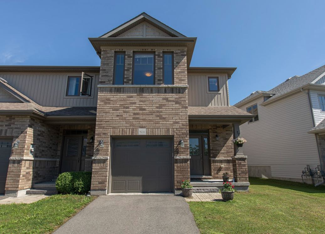 SOLD-924 Blossom St.